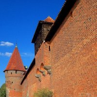Оборонительная стена замка Мальборк :: Сергей Карачин