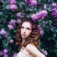 Девушка в сирени :: Юлия Мартыненко
