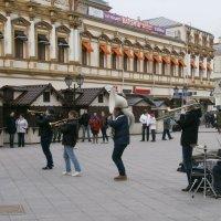 На улицах Москвы... :: Алёна Савина