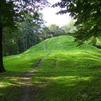 Небольшая  гора  в  парке  Ивано - Франковска :: Андрей  Васильевич Коляскин