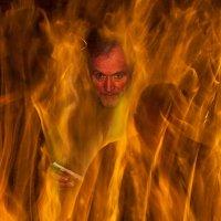 Огонь священен и красив,ведь пламя очищает! :: Вера Бережная