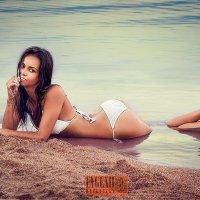 Теплый пляж. :: Евгений Мезенцев