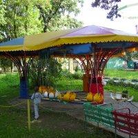 Детский  аттракцион  в  парке  Ивано - Франковска :: Андрей  Васильевич Коляскин