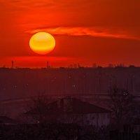 Утро над городом :: Юрий Афанасьевич .