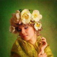 Девушка с пионами :: Лариса Кайченкова