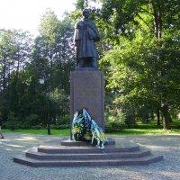 Памятник  Тарасу  Шевченко  в  Ивано - Франковском  парке :: Андрей  Васильевич Коляскин