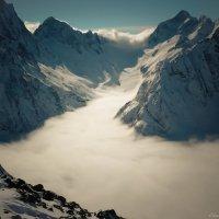Птышский ледник над облаками :: Елена Карманчикова