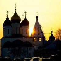 закат в Коломенском кремле :: Юрий Боченков