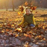 Кто сказал, что кидаться сухими листьями можно только осенью? =) :: Екатерина Актен