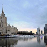Высотки у реки. :: Николай Ярёменко