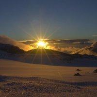 Заход солнца на ледниках Эльбруса :: Vladimir 070549