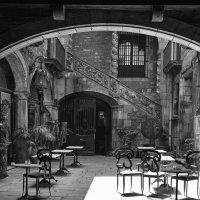 Каталонский дворик :: Николай Кутян