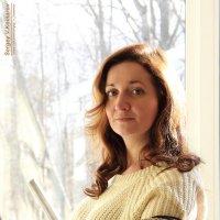 Портрет девушки в контровом свете с немного грустными глазами :: Сергей В. Комаров