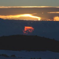 Окно в небесах поздним вечером на склонах Эльбруса. :: Vladimir 070549
