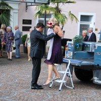 Невесту привезли или скромное обаяние буржуазии :: Николай Танаев