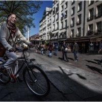 Случайный кадр...Улицами Парижа! :: Александр Вивчарик