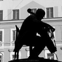 памятник Растроповичу :: виктор ------