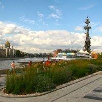 Прогулка по Крымской набережной :: Виктория Eariell