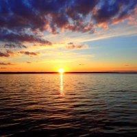 АПрель,закат на озере :: Геннадий Ячменев