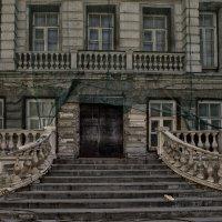 Замер дом, во сне вздохнув о чудной гостье... :: Ирина Данилова