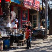 Улочка в центре Пекина :: Николай