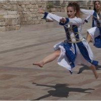 Бело-голубой танец :: Борис Аарон