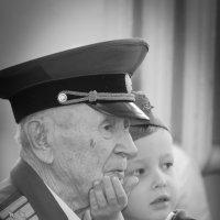 """Дорогие наши ветераны. """"Деда, смотри на сцену!"""" :: Владимир"""