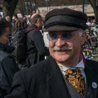 Участник ретро велопробега в Риге.25.04.2015. :: Viktor Makarov