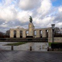 Берлин 2015, памятник советскому воину.освободителю :: Witalij Loewin