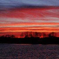 Апрельский закат. :: Антонина Гугаева