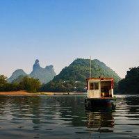 Паром на реке Юлонг :: Николай