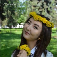 Девушка в венке из одуванчиков... :: Anna Gornostayeva