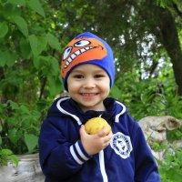 Мы червячки мы любим яблочки. :: Геннадий Валеев