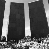 Tsitsernakaberd. The Armenian Genocide memorial complex :: Vazgen Martirosyan