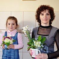 Дівчата з квітами :: Степан Карачко