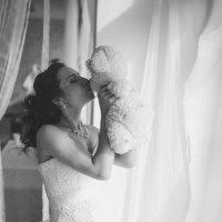 Невеста прощается с детством... :: Татьяна Кочева