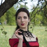 Женщина в красном :: Евгений Челноков