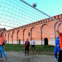 Смоленская крепость - вечерний волейбол. :: Игорь