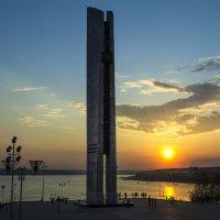 Вечер у монумента Дружбы Народов :: Владимир Максимов