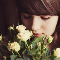 Девочка с цветами :: Ирина Сиротова