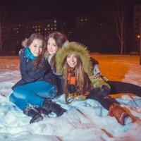 Три девицы на снегу :: Юлия Шаталова