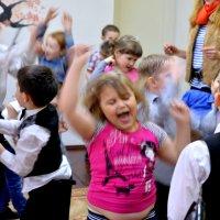 Танцуют -все!! :: Лариса Красноперова
