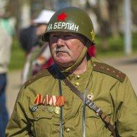 Персонаж праздника в честь 70-летия Великой Победы :: Юрий Митенёв
