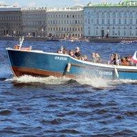 "Прогулочная лодка ""Боливар"" :: Вера Щукина"