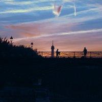 Крылья ночи всё ближе. Париж. :: Виктор Никаноров