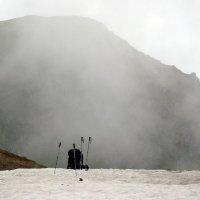 туман наползает,рюкзак отдыхает... :: Olga