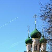 Небо Ростова Великого. Купола церкви Иоанна Богослова :: Николай Варламов