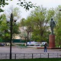 У памятника В.И. Ленина :: Валерий Лазарев