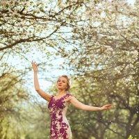 Невеста в яблоневом саду :: Станислав Истомин