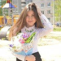 Девушка с букетом :: Яна Ахриненко